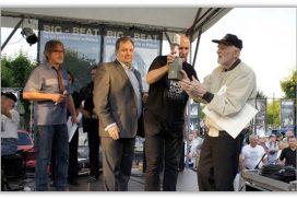 Franciszek Walicki – Ojciec Chrzestny Polskiego Rock'n'Rolla odbierający nagrodę Fenomena